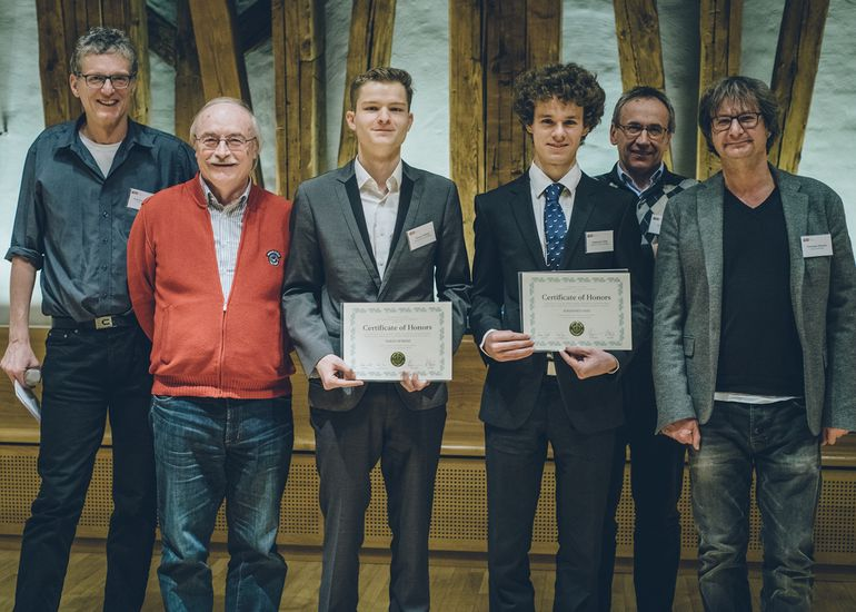 The first graduates, Johannes Vass and Timon Höbert, received their certificate in January 2019.